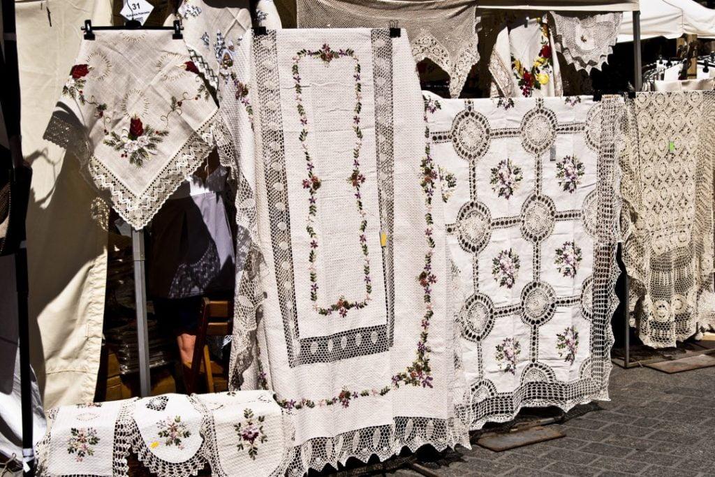 Piękne ręcznie robione obrusy prosto z krakowskiego rynku.