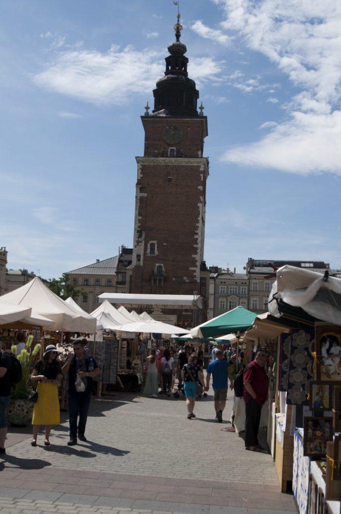 Wieża ratuszowa na krakowskim rynku.